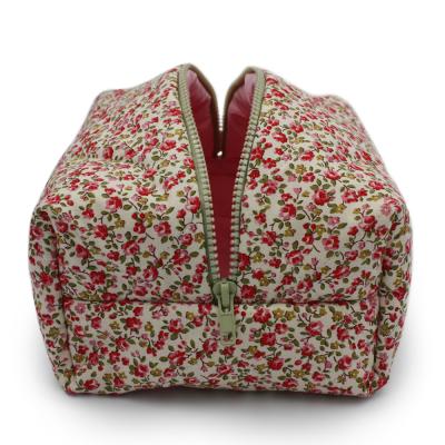 Косметичка Красные Цветочки Большая POUFEE Red Flowers BIG