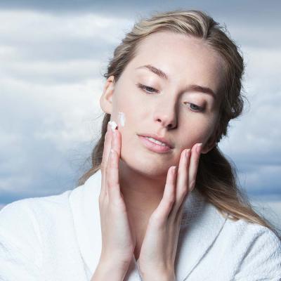 Увлажняющий Крем для Лица с Арктическими Ягодами и Пептидами Skyn Iceland Pure Cloud Cream 50 г